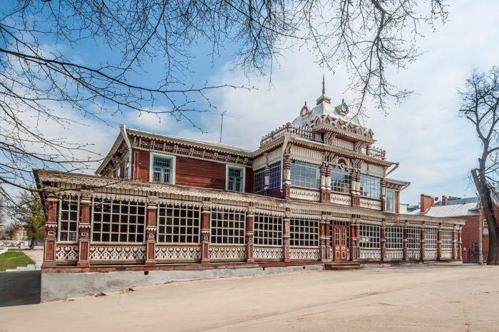 letniy-klub-dvoryanskogo-sobraniya-700x467
