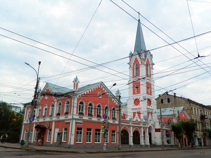 lyuteranskaya-kirha-svyatogo-georga-700x525