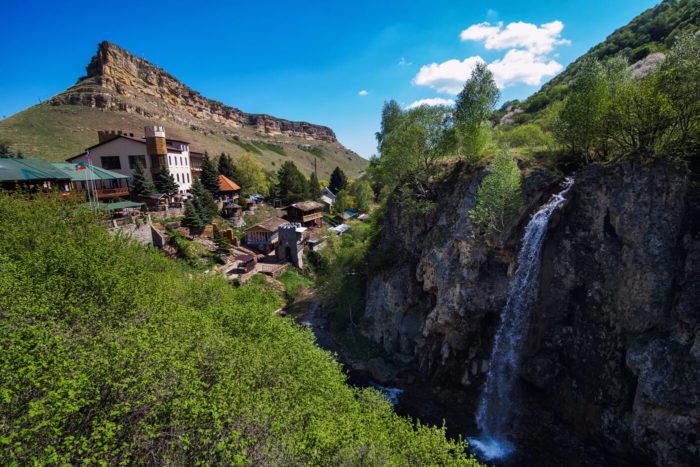 medovye-vodopady-1-700x467
