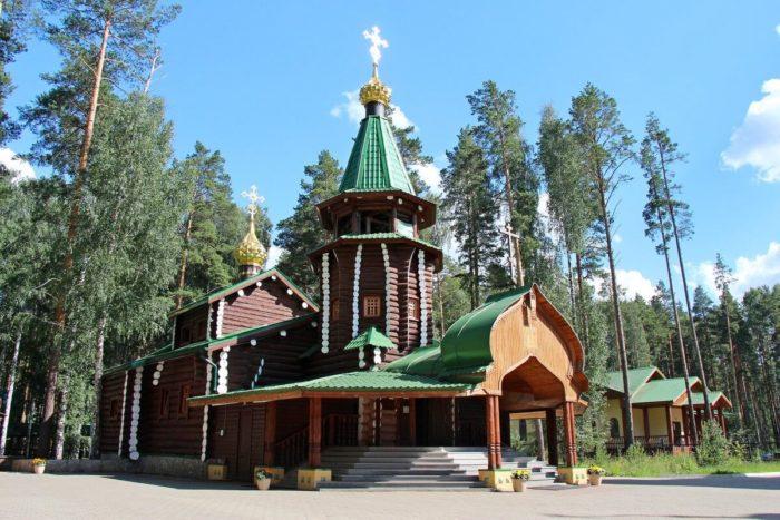 monastyr-svyatyh-tsarstvennyh-strastoterptsev-700x467