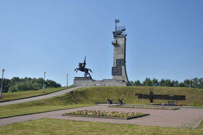 monument-pobedy-700x467