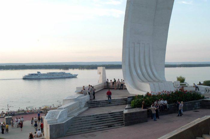 monument-samarskaya-ladya-700x465