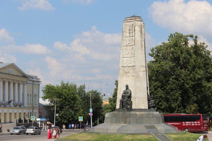 monument-v-chest-850-letiya-goroda-vladimira-700x466