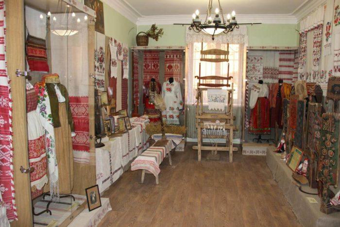 muzey-lna-i-byta-russkoy-zhenschiny-700x467
