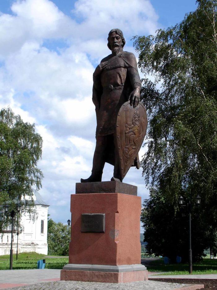 pamyatnik-aleksandru-nevskomu-1-700x933