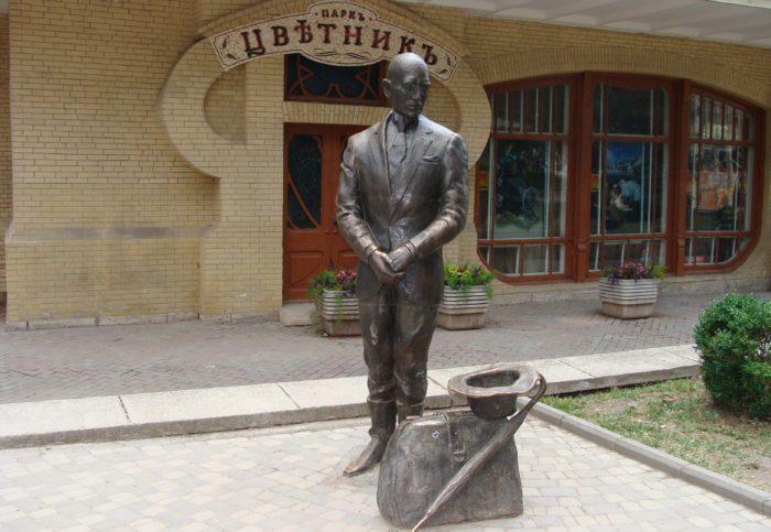 pamyatnik-kise-vorobyaninovu-700x483