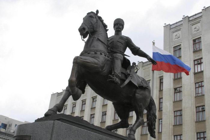 pamyatnik-kubanskomu-kazachestvu-700x467