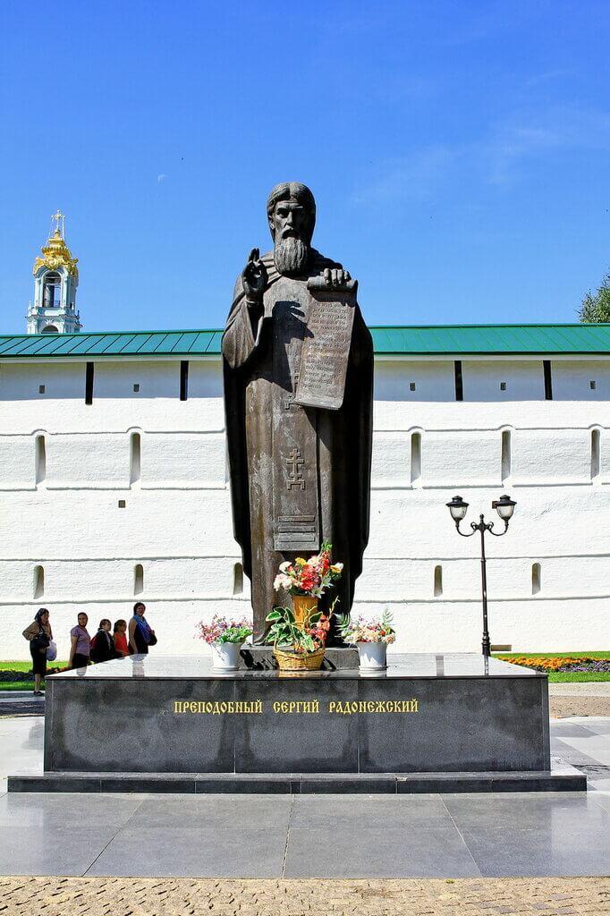 pamyatnik-sergiyu-radonezhskomu