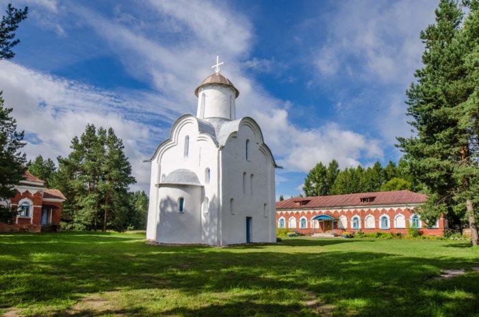 perynskiy-skit-700x464