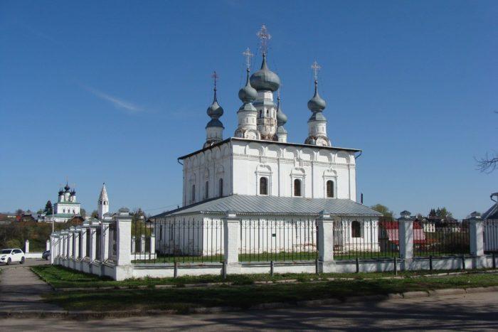 petropavlovskaya-tserkov-i-nikolskaya-tserkvi-700x467