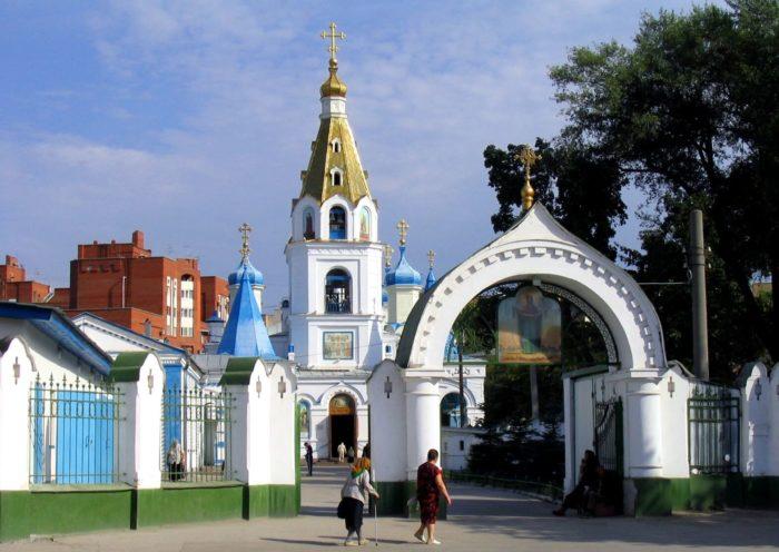 pokrovskiy-kafedralnyy-sobor-700x496