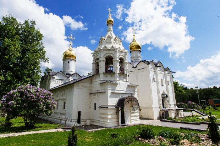 pyatnitskaya-i-vvedenskaya-tserkvi-700x467