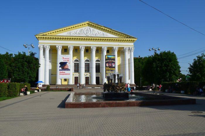 ryazanskiy-oblastnoy-teatr-dramy-700x464