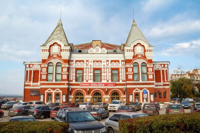 samarskiy-teatr-dramy-imeni-m.-gorkogo-700x467