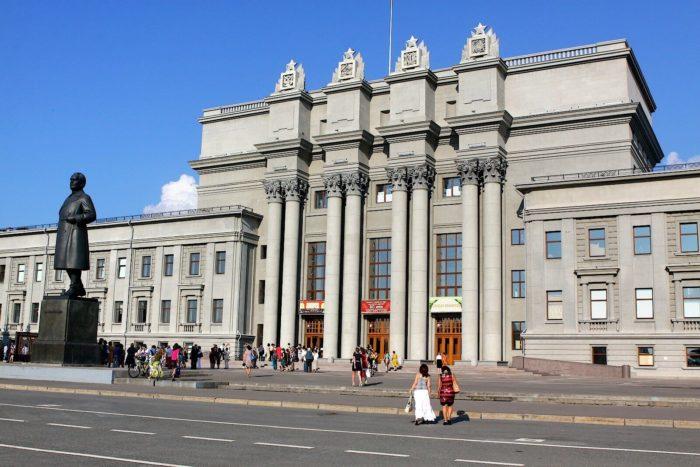 samarskiy-teatr-opery-i-baleta-700x467