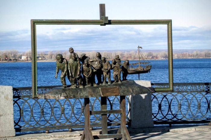 skulptura-burlaki-na-volge-700x466