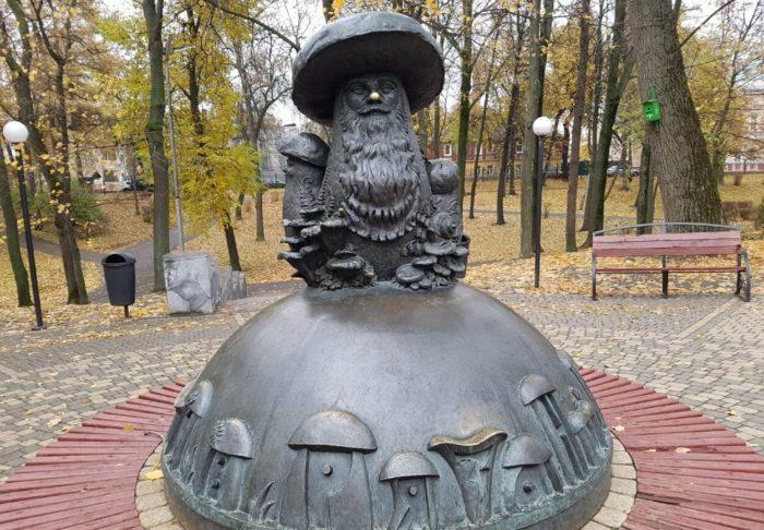skulptura-griby-s-glazami-700x486