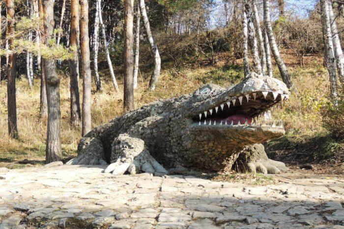 skulptura-krokodil-v-doline-roz-700x467