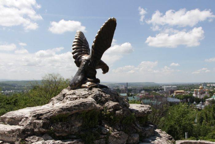 skulptura-oryol-700x469