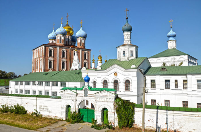 spaso-preobrazhenskiy-monastyr-700x463