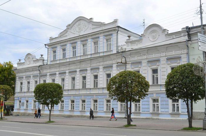 sverdlovskiy-oblastnoy-kraevedcheskiy-muzey-700x464