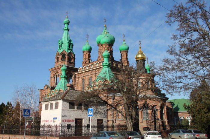svyato-troitskiy-sobor-700x466
