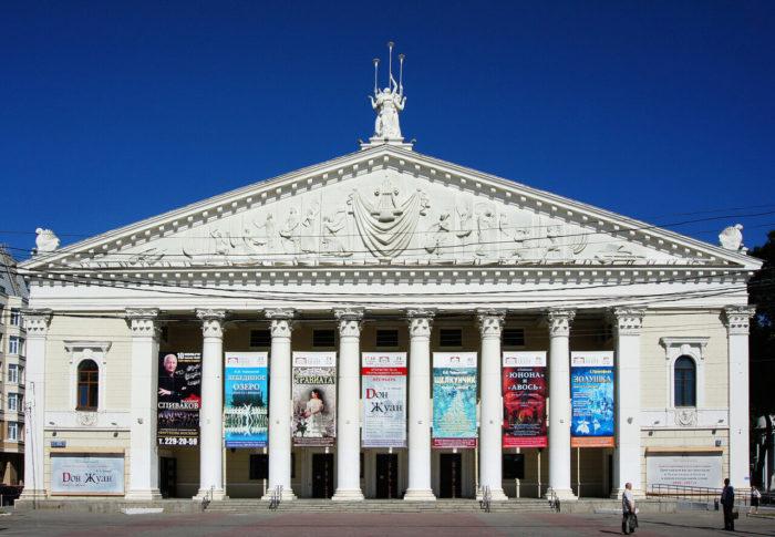 teatr-opery-i-baleta-1-700x485