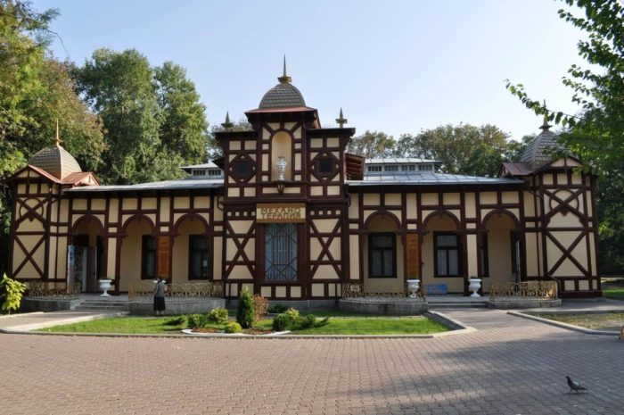 tsanderovskiy-institut-mehanoterapii-700x465