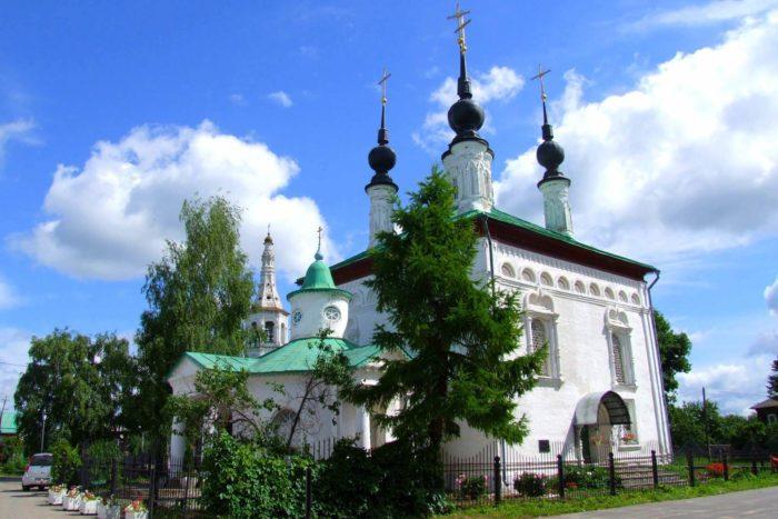 tsarekonstantinovskaya-i-skorbyaschenskaya-tserkvi-700x467