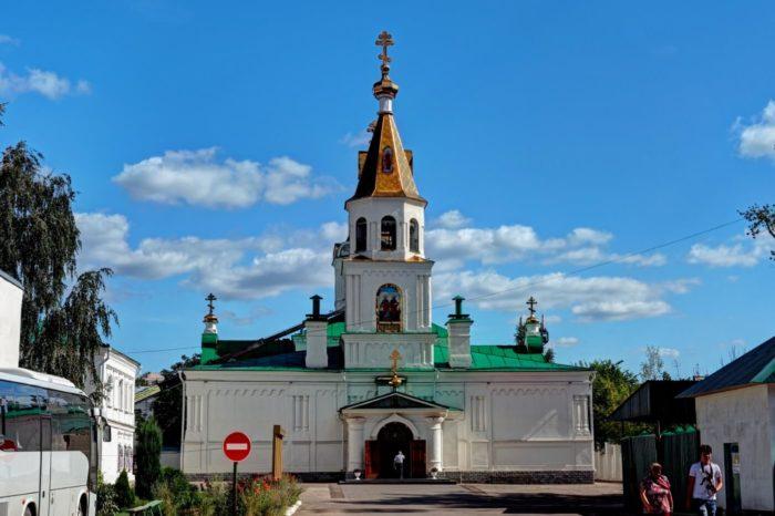 tserkov-apostolov-petra-i-pavla-700x466