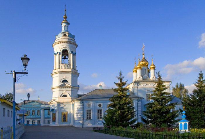 tserkov-bogoyavleniya-v-goncharah-700x476