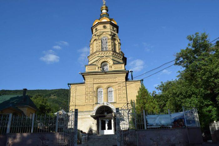 tserkov-lazarya-chetverodnevnogo-700x468
