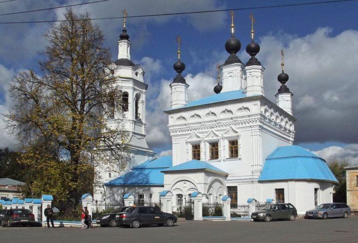 tserkov-pokrova-presvyatoy-bogoroditsy-na-rvu-700x475