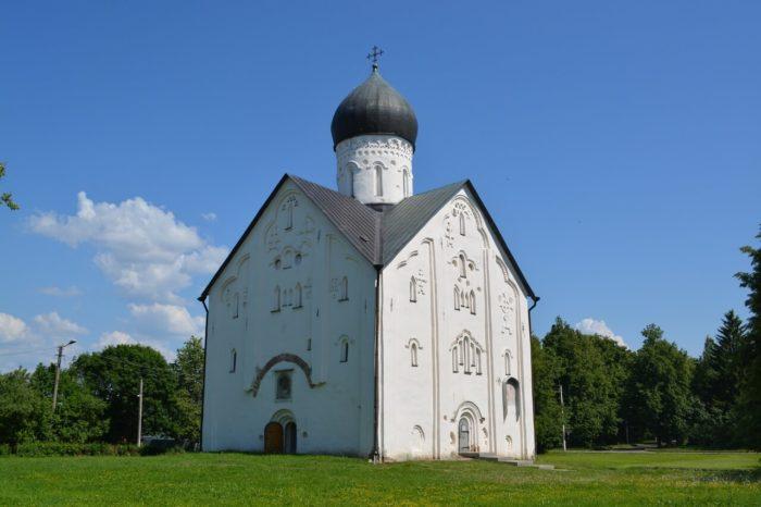 tserkov-spasa-preobrazheniya-na-iline-ulitse-700x466