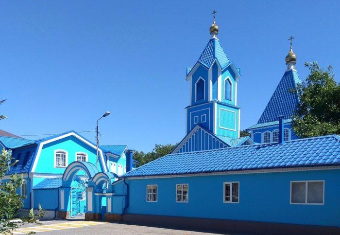 tserkov-svyatogo-nikolaya-chudotvortsa-700x483