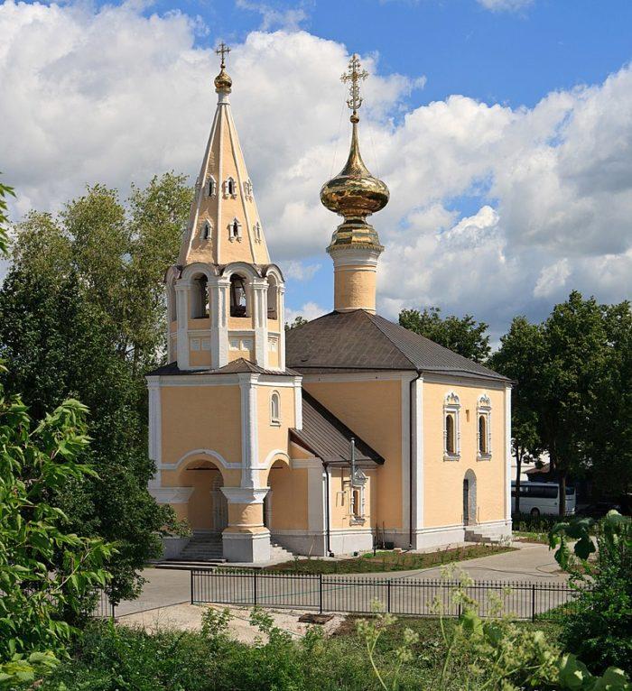 tserkov-useknoveniya-glavy-ioanna-predtechi-1-700x766