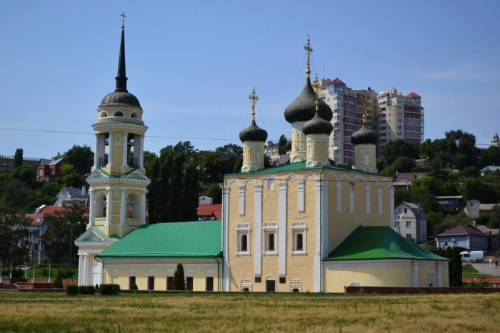 uspenskiy-admiralteyskiy-hram-700x467