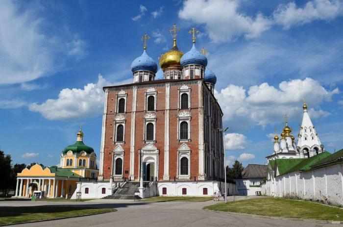 uspenskiy-sobor-3-700x463