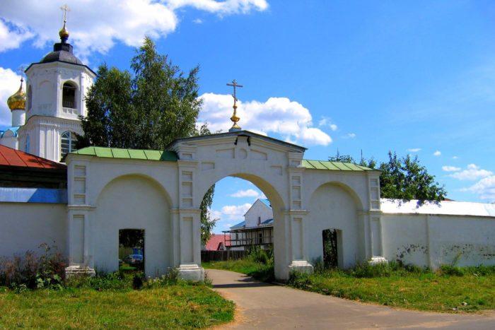 vasilevskiy-monastyr-700x467