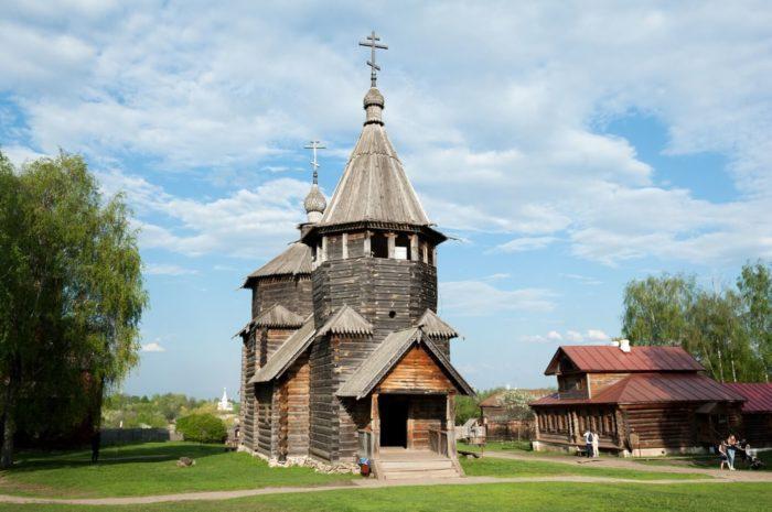 voskresenskaya-tserkov-iz-sela-patakino-700x465