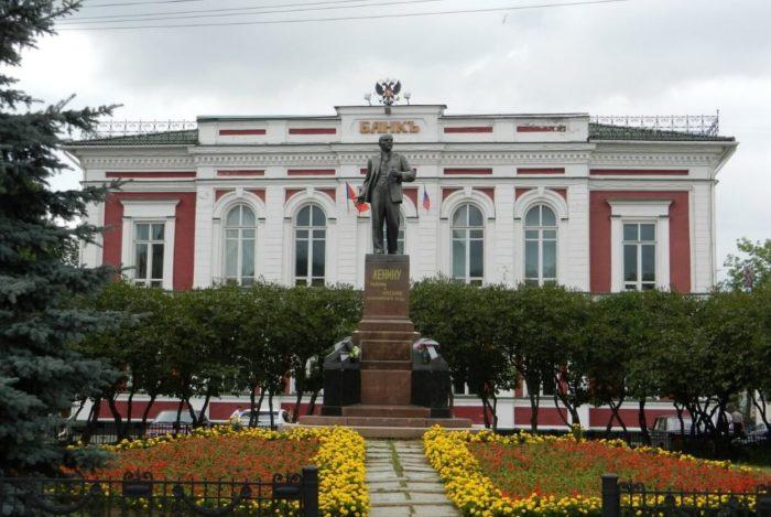 zdanie-gosbanka-700x469
