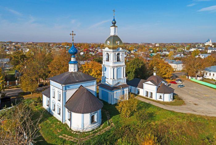 znamenskaya-i-rizpolozhenskaya-tserkvi-na-mzhare-700x470