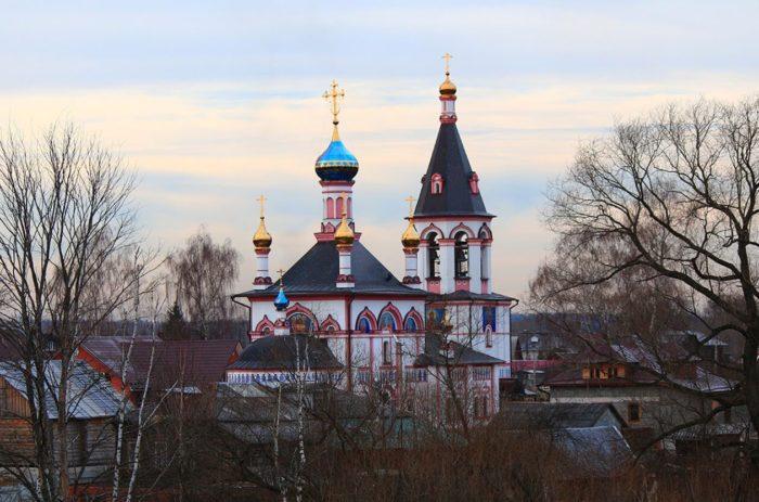 znamenskaya-tserkov-700x463
