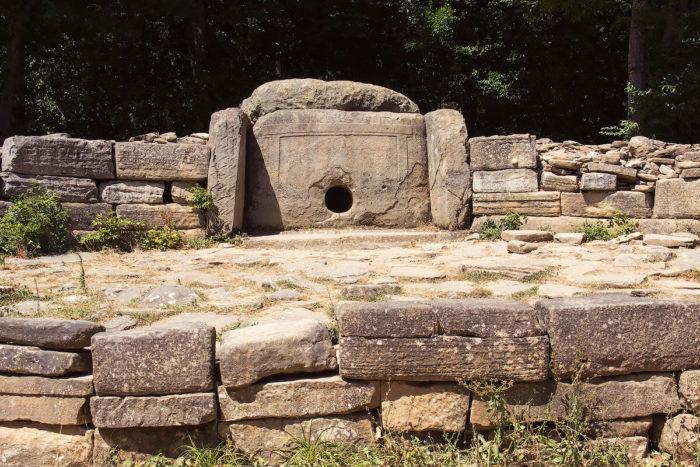 dolmeny-gelendzhika-700x467