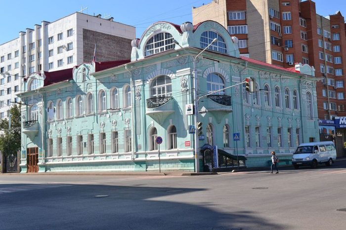 dom-kosterina-i-chernikova-700x466