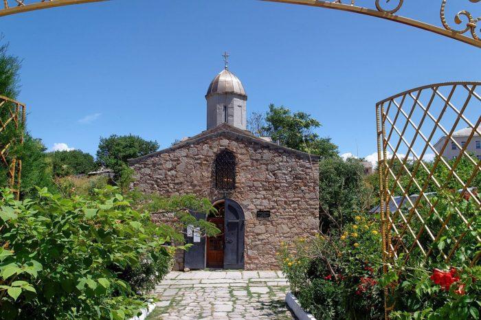 hram-iverskoy-ikony-bozhiey-materi-700x466