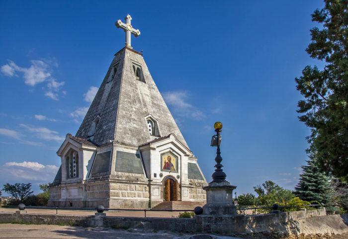 hram-piramida-svyatogo-nikolaya-700x481