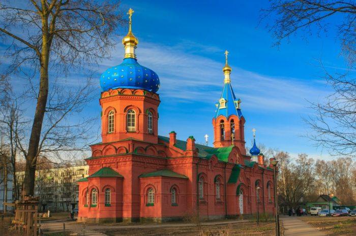 hram-svyatogo-aleksandra-nevskogo-700x465