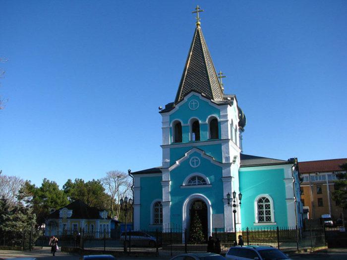 hram-svyatogo-onufriya-velikogo-700x525