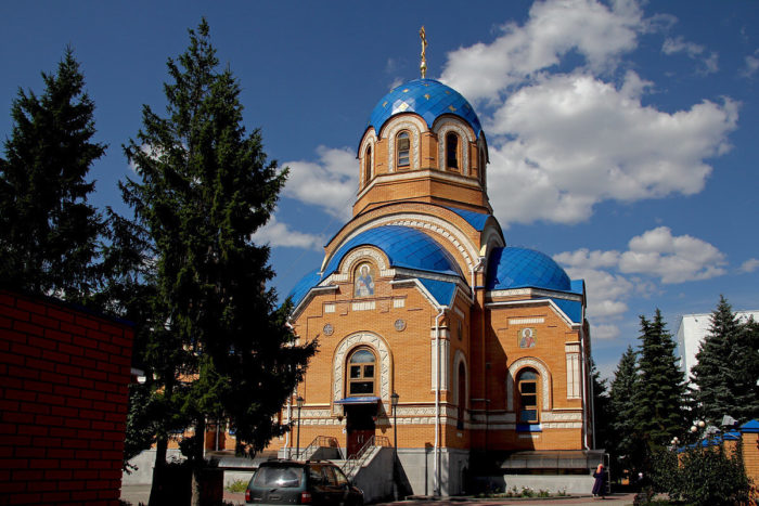 hram-uspeniya-presvyatoy-bogoroditsy-700x467